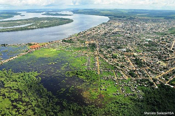 Port of Altimira on the Xingu River, with island to the left, prior to recent clearcutting. Image: Amazon Watch.