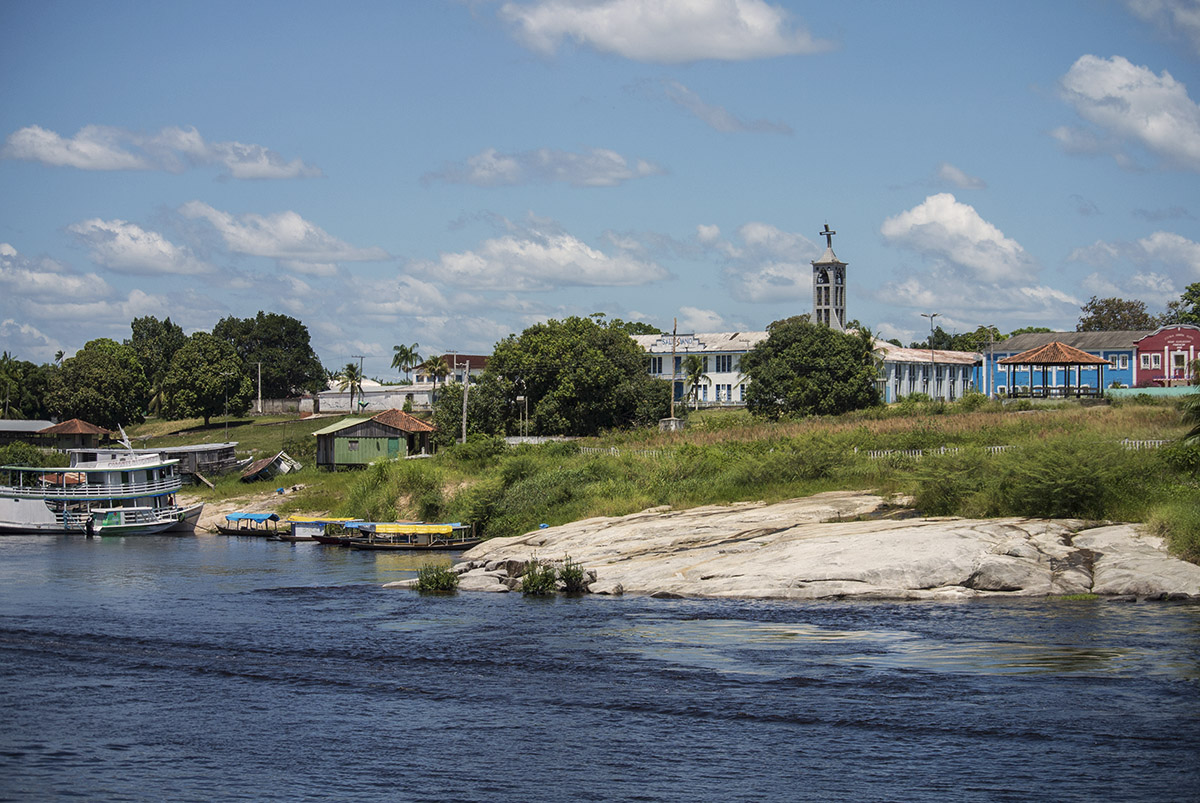The small city of Santa Isabel on the middle Rio Negro was one of 2 sites for Project Piaba's recent training workshops